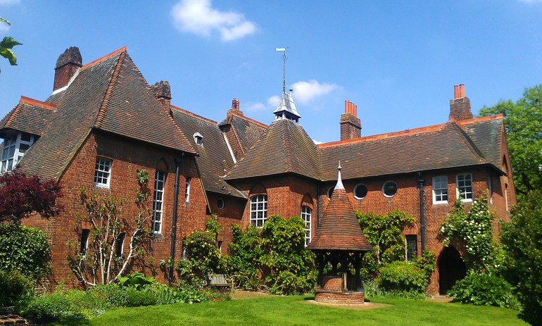 Philip_Webb's_Red_House_in_Upton
